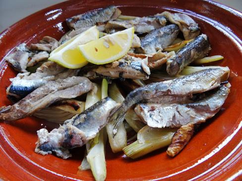 Gegrilde venkel met verse sardines uit de oven